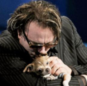 Микки Рурк пообещал выделить 250 тысяч долларов на помощь румынским собакам